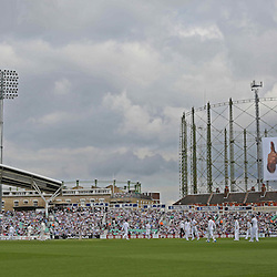 England players on the field  during the first day of the Investec 5th Test match between England and India at the Kia Oval, London, 15th August 2014 © Phil Duncan | SportPix.org.uk