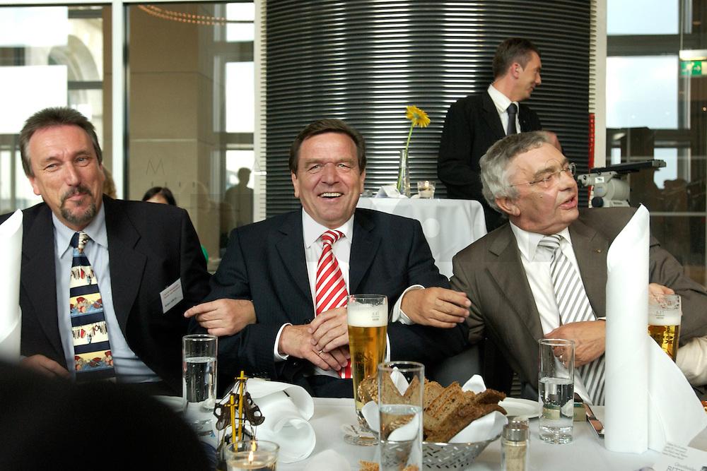 27 APR 2004, BERLIN/GERMANY:<br /> Gerhard Schroeder (M), SPD, Bundeskanzler, Reiner Alberts (L), Regional-Marketing Norderfleisch, Jann-Peter Janssen (R), MdB, SPD, aus dem ostfriesischen Wahlkreis Aurich-Emden, schunkeln zu den Liedern des &quot;Loppersumer Shantychors&quot;, waehrend dem Eroeffnungsabend der 1. kulinarischen Ostfriesland-Woche, Abgeordneten-Restaurant des Deutschen Bundestages, Rechstagsgebaeude<br /> IMAGE: 20040427-04-021<br /> KEYWORDS: Gerhard Schr&ouml;der, Regional-Marketing Norderfleisch, Parlamentarischer Abend, feiern, feiert
