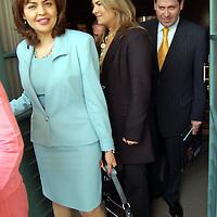 Toluca, Mex.- Ana Lilia Herrera Anzaldo ((izq) y Eruviel Ávila Villegas, (der) diputados del PRI, a la salida de la firma de convenio de colaboración entre la Universidad Autónoma del Estado de México (UAEM) y la LVI Legislatura, a través de la Comisión Legislativa de Equidad y Género. Agencia MVT / Alfonso García. (DIGITAL)<br /> <br /> <br /> <br /> NO ARCHIVAR - NO ARCHIVE