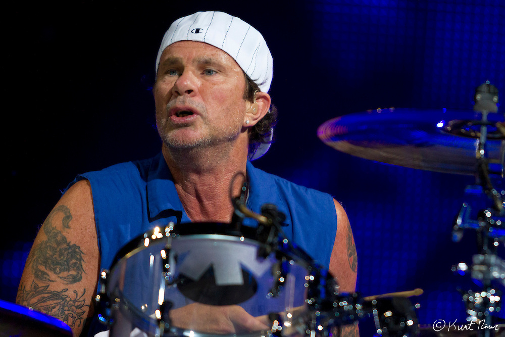 March 31, 2012 - Orlando, Florida, U.S. - The Red Hot Chili Peppers drummer CHAD SMITH performs at the Amway Center in Orlando, Florida.