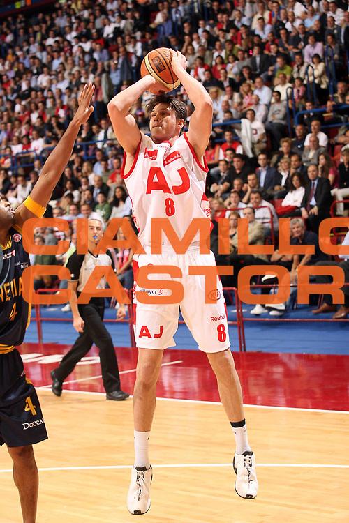 DESCRIZIONE : Milano Lega A1 2007-08 Playoff Quarti di Finale Gara 2 Armani Jeans Milano Premiata Montegranaro <br /> GIOCATORE :  Danilo Gallinari<br /> SQUADRA : Armani Jeans Milano <br /> EVENTO : Campionato Lega A1 2007-2008 <br /> GARA : Armani Jeans Milano Premiata Montegranaro <br /> DATA : 12/05/2008 <br /> CATEGORIA : Tiro<br /> SPORT : Pallacanestro <br /> AUTORE : Agenzia Ciamillo-Castoria/S.Ceretti <br /> Galleria : Lega Basket A1 2007-2008 <br /> Fotonotizia : Milano Campionato Italiano Lega A1 2007-2008 Playoff Quarti di Finale Gara 2 Armani Jeans Milano Premiata Montegranaro <br /> Predefinita :