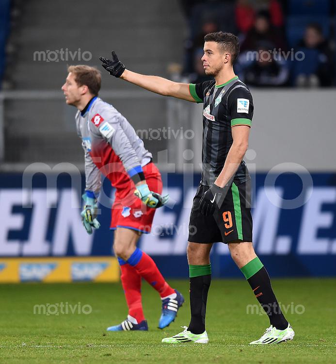 Fussball  1. Bundesliga  Saison 2014/2015  19. Spieltag in Sinzheim TSG 1899 Hoffenheim - SV Werder Bremen     04.02.2015 Franco Di Santo (li, SV Werder Bremen) und Torwart Oliver Baumann (TSG 1899 Hoffenheim)