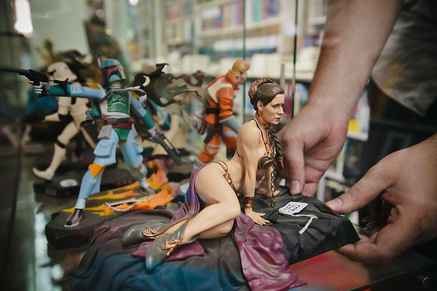 Para los aficionados a los cómics, no hay barrio como Malasaña: allí están muchas de las grandes tiendas del género de Madrid. EN Generation X, ropa, libros y figuras de todos tipos para todas las tribus.