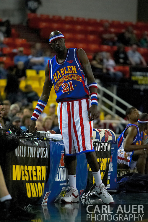 "05 May 2006: Kevin ""Special K"" Daley tests the arena buzzer during the Harlem Globetrotters vs the New York Nationals at the Sulivan Arena in Anchorage Alaska during their 80th Anniversary World Tour."