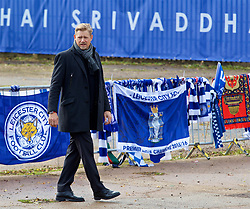 LEICESTER, ENGLAND - Saturday, November 10, 2018: Peter Schmeichel, father of Leicester City's goalkeeper Kasper Schmeichel, views the tributes left for the club's chairman Vichai Srivaddhanaprabha, who died in a helicopter crash on Oct 27, during the FA Premier League match between Leicester City FC and Burnley FC at the King Power Stadium. (Pic by David Rawcliffe/Propaganda)