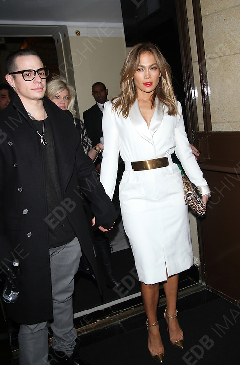 30.MAY.2013 LONDON<br /> <br /> JENNIFER LOPEZ AND CASPER SMART LEAVING THEIR LONDON HOTEL BEFORE HEADING TO THE JONATHAN ROSS SHOW.<br /> <br /> BYLINE: EDBIMAGEARCHIVE.COM<br /> <br /> *THIS IMAGE IS STRICTLY FOR UK NEWSPAPERS AND MAGAZINES ONLY*<br /> *FOR WORLD WIDE SALES AND WEB USE PLEASE CONTACT EDBIMAGEARCHIVE - 0208 954 5968*