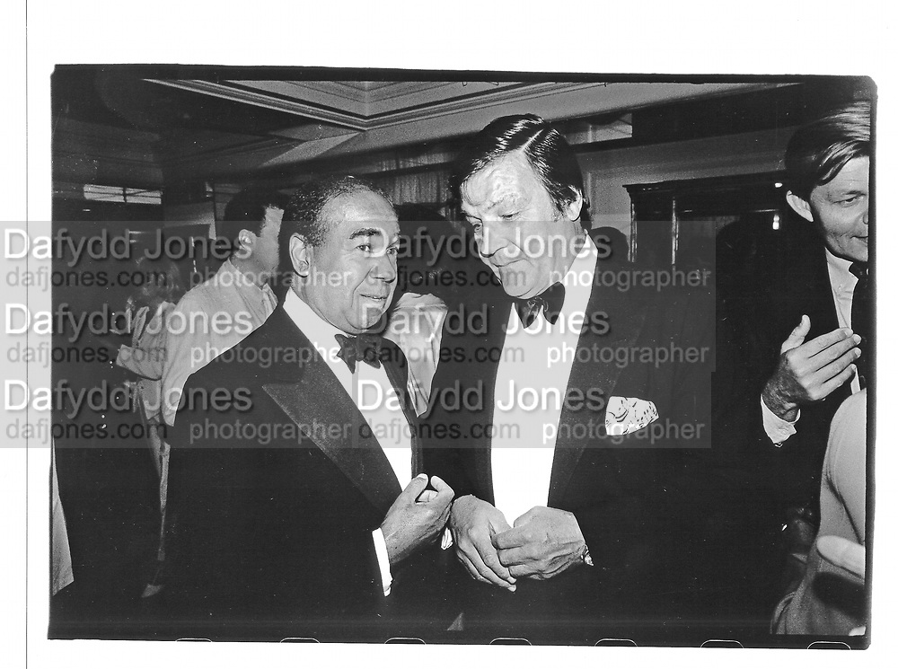 Bobby Short and Peter Duchin at a party in NY. approx 1995. © Copyright Photograph by Dafydd Jones 66 Stockwell Park Rd. London SW9 0DA Tel 020 7733 0108 www.dafjones.com