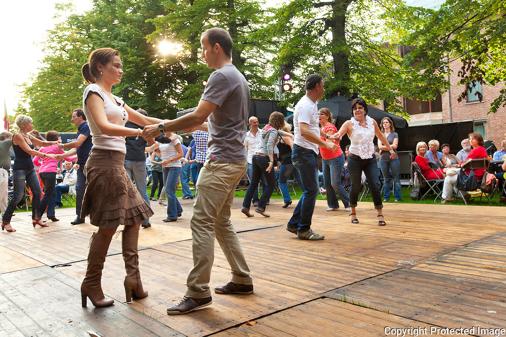 360776-Zomer van Balder-Salsa initiatie-Markt Berlaar