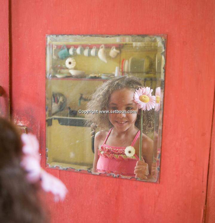 CUBA: Havana. children's fashion, little girls in a kitchen     / Cuba. La Havane.  mode enfant . petites filles dans une cuisine,     D1Cuba,