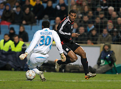 MARSEILLE, FRANCE - Tuesday, December 11, 2007: Liverpool's Ryan Babel rounds Olympique de Marseille's goalkeeper Steve Mendanda to score the fourth goal during the final UEFA Champions League Group A match at the Stade Velodrome. (Photo by David Rawcliffe/Propaganda)