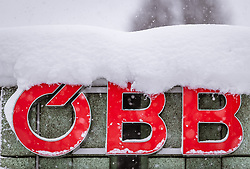 THEMENBILD - das OeBB Logo bei starkem Schneefall, aufgenommen am 09. Jaenner 2019 in Saalfelden, Oesterreich // the OeBB logo in heavy snowfall, Saalfelden, Austria on 2019/01/09. EXPA Pictures © 2019, PhotoCredit: EXPA/ JFK