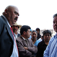 Toluca, Mex.- Sergio Montes de Oca Camacho, líder de los  habitantes de San Mateo Otzacatipan, y Domitilo Posadas Hernández, diputado del Partido de la Revolución Democrática, durante la manifestación de los habitantes de San mateo Otzacatipan, por el incremento elevado en los precios del impuesto predial. Agencia MVT / Rummenige Velasco. (DIGITAL)<br /> <br /> <br /> <br /> NO ARCHIVAR - NO ARCHIVE
