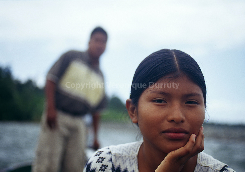 7 groups of American Indians live in Panama. Naso or Teribe people is the smallest group. They are around 3,000 living along Teribe River, in Bocas del Toro province.7 groupes amerindiens sont presents a Panama. Les Naso ou Teribe sont le plus petit groupe, et comprend environ 3000 personnes qui vivent sur les rives du rio Teribe, dans la province de Bocas del Toro.  Caliente