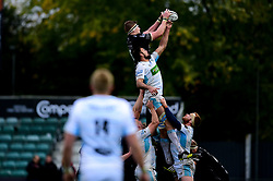 Matthew Screech of Dragons wins the line out for Dragons - Ryan Hiscott/JMP - 25/10/19 - SPORT - Rodney Parade - Newport, Wales -