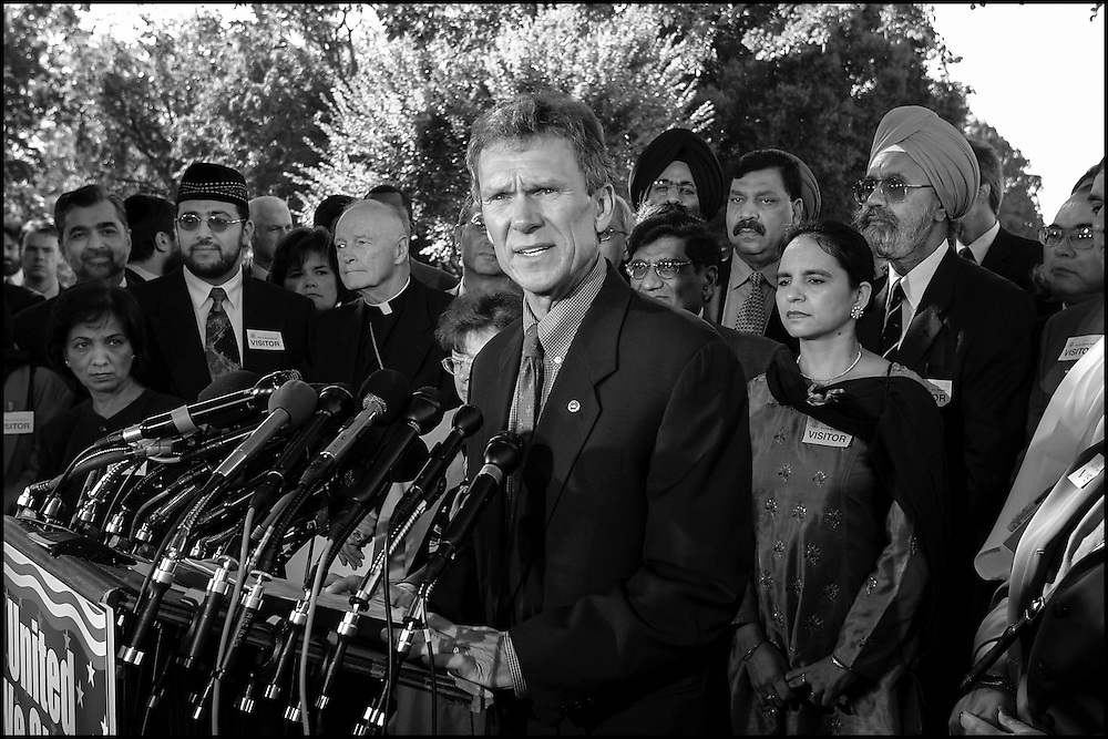 Senate Majority Leader Tom Daschle speaks during a press conference with Arab leaders concerning tolerence and unity.  9/26/01..©PF BENTLEY/PFPIX.com