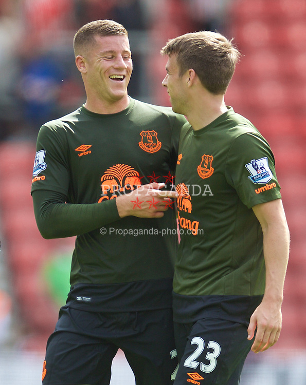 SOUTHAMPTON, ENGLAND - Saturday, August 15, 2015: Everton's Ross Barkley shares a joke with Seamus Coleman after the 3-0 victory over Southampton during the FA Premier League match at St Mary's Stadium. (Pic by David Rawcliffe/Propaganda)