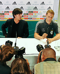 02.06.2011, Ernst Happel Stadion, Wien, AUT, EURO 2012 Qualifikation, Pressekonferenz Deutschland, im Bild Trainer der deutschen Fußnball Nationalmannschaft Joachim Löw und Tormann Manuel Neuer bei einer Pressekonferenz bezüglich Qualifikationsspiel Oesterreich vs Deutschland // Coach of the german National Football Team Joachim Löw and Keeper Manuel Neuer during the Press Conference regarding the Qualifiy Match between Austria vs Germany, Ernst Happel Stadion, Vienna, 2011-06-02, EXPA Pictures © 2011, PhotoCredit: EXPA/ M. Gruber