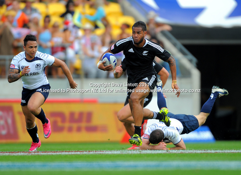 NZ's Frank Halai heads for the tryline against Scotland. IRB Wellington Sevens - Day One at Westpac Stadium, Wellington, New Zealand on Friday, 4 February 2011. Photo: Dave Lintott / photosport.co.nz