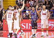 DESCRIZIONE : Venezia campionato serie A 2013/14 Reyer Venezia EA7 Olimpia Milano <br /> GIOCATORE : Guido Rosselli Andre Smith<br /> CATEGORIA : esultanza<br /> SQUADRA : Reyer Venezia<br /> EVENTO : Campionato serie A 2013/14<br /> GARA : Reyer Venezia EA7 Olimpia<br /> DATA : 28/11/2013<br /> SPORT : Pallacanestro <br /> AUTORE : Agenzia Ciamillo-Castoria/A.Scaroni<br /> Galleria : Lega Basket A 2013-2014  <br /> Fotonotizia : Venezia campionato serie A 2013/14 Reyer Venezia EA7 Olimpia  <br /> Predefinita :