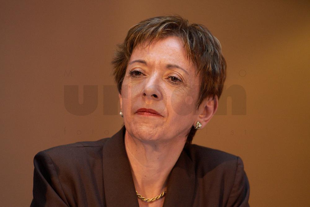 30 MAR 2004, BERLIN/GERMANY:<br /> Lale Akguen, MdB, SPD, Empfang der Initiative Neue Inlaender der SPD, Willy-Brandt-Haus<br /> IMAGE: 20040330-04-016<br /> KEYWORDS: Neue Inl&auml;nder, T&uuml;rken, Tuerken, Lale Akg&uuml;n