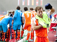 LEIPZIG -   Willem Hertzberger (r) als vliegende keeper ,  zondag tijdens de troostfinale om het brons bij de mannen  tussen Nederland en Oostenrijk  (3-5) bij het EK Zaalhockey in Leipzig.  Nederland eindigt op een vierde plaats. ANP KOEN SUYK