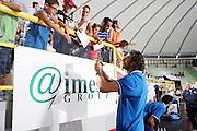 DESCRIZIONE : Cagliari Qualificazione Eurobasket 2009 Serbia Italia <br /> GIOCATORE : Tifosi Luca Infante Autografi <br /> SQUADRA : Nazionale Italia Uomini <br /> EVENTO : Raduno Collegiale Nazionale Maschile <br /> GARA : Serbia Italia Serbia Italy <br /> DATA : 20/08/2008 <br /> CATEGORIA : <br /> SPORT : Pallacanestro <br /> AUTORE : Agenzia Ciamillo-Castoria/S.Silvestri <br /> Galleria : Fip Nazionali 2008 <br /> Fotonotizia : Cagliari Qualificazione Eurobasket 2009 Serbia Italia <br /> Predefinita :