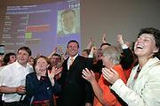 Mannheim. Stadthaus N1. Oberbürgermeisterwahl. Wahlparty. Mit einem vorläufigen Wahlendergebnis von 50,53 für Dr. Peter Kurz (SPD) endet der Wahlkampf. Dr. Peter Kurz kann im ersten Wahlgang, entgegen aller Prognosen, die OB-Wahl klar für sich entscheiden.<br /> <br /> Bild: Markus Proßwitz<br /> ++++ Archivbilder und weitere Motive finden Sie auch in unserem OnlineArchiv. www.masterpress.org ++++