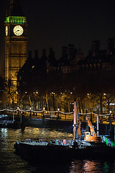 © Licensed to London News Pictures. 19/01/2017. London, UK. The digger on the river Thames that is reported to have dug up an unexploded World War Two bomb. An area of central London is closed due to the discovery. Photo credit : Tom Nicholson/LNP