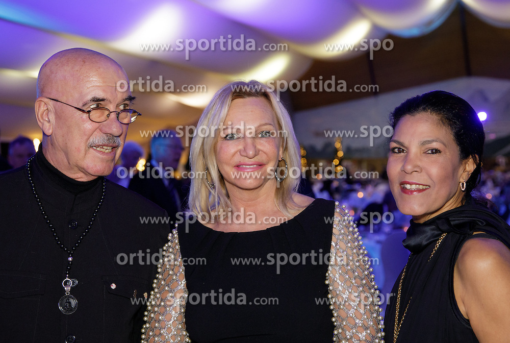 23.01.2017, Planai, Schladming, AUT, FIS Weltcup Ski Alpin, Slalom, Herren, Charity Night, im Bild v.l.: Otto Retzer, Ingrid Flick, Shirley Retzer // during the Charity Night prior to the Schladming FIS Ski Alpine World Cup 2017 at the Planai in Schladming, Austria on 2017/01/23. EXPA Pictures © 2017, PhotoCredit: EXPA/ Martin Huber
