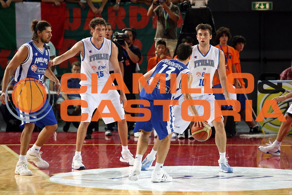 DESCRIZIONE : Roma Amichevole preparazione Eurobasket 2007 Italia Grecia <br />GIOCATORE : Diamantidis Bargnani Gigli Papadopoulos<br />SQUADRA : Nazionale Italia Uomini <br />EVENTO : Amichevole preparazione Eurobasket 2007 Italia Grecia <br />GARA : Italia Grecia <br />DATA : 30/08/2007 <br />CATEGORIA : Palleggio Difesa<br />SPORT : Pallacanestro <br />AUTORE : Agenzia Ciamillo-Castoria/G.Ciamillo