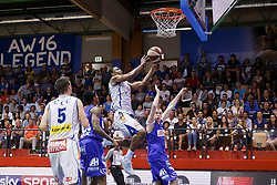 05.06.2017, Walfersamhalle, Kapfenberg, AUT, ABL Finale, ece Bulls Kapfenberg vs Redwell Gunners Oberwart, 4. Spiel, im Bild von links Kareem Jamar (ece bulls Kapfenberg), Christopher McNealy (Redwell Gunners Oberwart), Kareem Jamar (ece bulls Kapfenberg) und Jakob Szkutta (Redwell Gunners Oberwart) // during the Austrian Basketball League final round 4th match between ece Bulls Kapfenberg and Redwell Gunners Oberwart at the Walfersam Sportscenter, Kapfenberg, Austria on 2017/06/05, EXPA Pictures © 2017, PhotoCredit: EXPA/ Erwin Scheriau