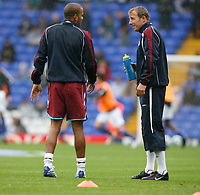 Photo: Steve Bond.<br />Birmingham City v West Ham United. The FA Barclays Premiership. 18/08/2007. Keiron Dyer (L) and Lee Bowyer share a joke