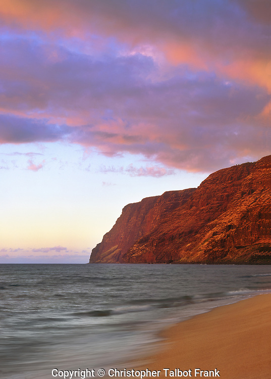 USA; Kauai; Hawaii.; Dusk on the Na Pali Coast