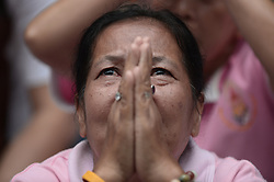 October 13, 2016 - Bangkok, Thailand - Thais cries while praying for Thai King Bhumibol Adulyadej at the Siriraj Hospital in Bangkok, Thailand on October 13, 2016. (Credit Image: © Wasawat Lukharang/NurPhoto via ZUMA Press)