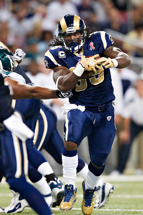 ST. LOUIS, MO - SEPTEMBER 11:   Steven Jackson #39 of the St. Louis Rams runs for a touchdown on the first play of the game against the Philadelphia Eagles at the Edward Jones Dome on September 11, 2011 in St. Louis, Missouri.  The Eagles defeated the Rams 31 to 13.  (Photo by Wesley Hitt/Getty Images) *** Local Caption *** Steven Jackson
