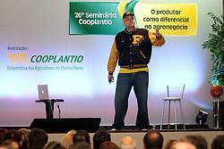 """Oscar Schmidt durante sua palestra sobre """"Dormindo com a Bola""""  no 26ª Seminário Cooplantio - O produtor como diferencial no Agronegócio, que acontece de 20 a 22 de junho, no hotel Serrano, em Gramado, Rio Grande do Sul. FOTO: Jefferson Bernardes/Preview.com"""