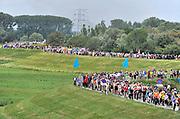 Nederland, Nijmegen, 19-7-2016Op de Wedren starten om 4 uur de eerste lopers van de 4 daagse. Via de Waalbrug en Lent (foto) ging het naar de Betuwe en via de Oosterhoutsedijk weer terug.Foto: Flip Franssen