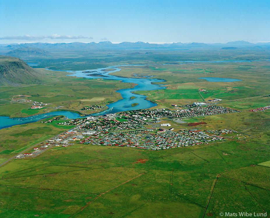 Selfoss og Ölfusá séð til norðurs / Selfoss and river Ölfusa viewing north. Árborg frá 1998 / Arborg since 1998.