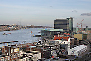 Het IJ in Amsterdam met het Muziekgebouw aan het IJ en het Mövenpick Hotel in de achtergrond.<br /> <br /> View over the IJ in Amsterdam with the Muziekgebouw aan het IJ and the Mövenpick Hotel.