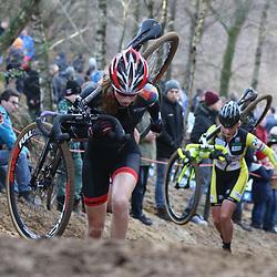 10-01-2016: Wielrennen: NK Veldrijden: HellendoornHELLENDOORN (NED) veldrijden Op de flanken van de Sallandse Heuvelrug streden de veldrijders om de Nederlandse titel bij de vrouwen .