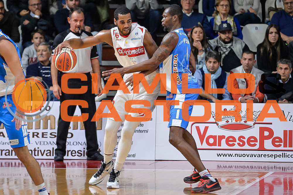 DESCRIZIONE : Varese Lega A 2015-16 Openjobmetis Varese Dinamo Banco di Sardegna Sassari<br /> GIOCATORE : Brandon Davies<br /> CATEGORIA : Palleggio Controcampo<br /> SQUADRA : Openjobmetis Varese<br /> EVENTO : Campionato Lega A 2015-2016<br /> GARA : Openjobmetis Varese - Dinamo Banco di Sardegna Sassari<br /> DATA : 27/10/2015<br /> SPORT : Pallacanestro<br /> AUTORE : Agenzia Ciamillo-Castoria/M.Ozbot<br /> Galleria : Lega Basket A 2015-2016 <br /> Fotonotizia: Varese Lega A 2015-16 Openjobmetis Varese - Dinamo Banco di Sardegna Sassari