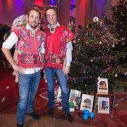 NLD/Hilversum /20131210 - Sky Radio Christmas Tree For Charity 2013, Frits Sissing en Tim Immers bij hun versierde kerstboom