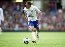 BIRMINGHAM, ENGLAND - Saturday, August 25, 2012: Everton's Steven Pienaar in action against Aston Villa during the Premiership match at Villa Park. (Pic by David Rawcliffe/Propaganda)