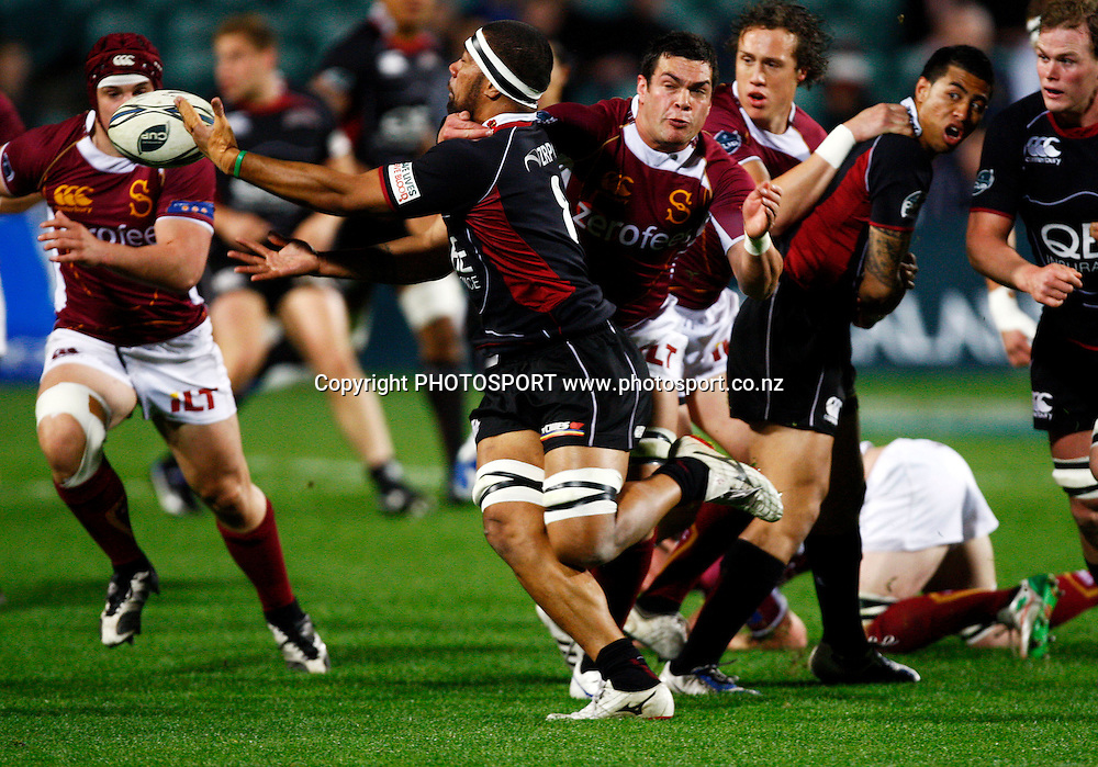 Harbour no 8 Viliame Ma'afu is tackled high by Southland no 8 Hua Tamariki, Air NZ Cup, NPC rugby union. North Harbour v Southland. North Harbour Stadium, Auckland. Thursday 27 August 2009. Photo: William Booth/PHOTOSPORT