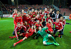 ZENICA, BOSNIA & HERZEGOVINA - Saturday, October 10, 2015: Wales' team including Gareth Bale, Aaron Ramsey and manager Chris Coleman celebrate qualifying for the Euro 2016 finals despite a 2-0 defeat to Bosnia and Herzegovina during the UEFA Euro 2016 qualifying match at Stadion Bilino Polje. (Pic by David Rawcliffe/Propaganda)