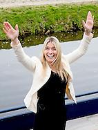 LISSE - Estavana Polman doopt haar eigen tulp met haar vader en moeder in de keukenhof , ze is de nieuwe vriendin van Rafael van der Vaart . Handbalster Estavana Polman krijgt eigen tulp in Keukenhof  Handbalster Estavana Polman doopt een speciale tulp in de Keukenhof ter ere van de Olympische plaatsing door het handbalteam.<br />  Handbalster Estavana Polman heeft zaterdag in de Keukenhof een naar haar vernoemde tulp gedoopt. Het is de Tulipa Estavana, een helder-rode triumph tulp.<br /> Bij de doop was onder anderen haar moeder aanwezig. Haar nieuwe vriend Rafael van der Vaart ontbrak bij de ceremonie. Keukenhof directeur Bart Siemerink benadrukte zaterdag de positieve Holland-uitstraling van sport en bloemen over de gehele wereld. COPYRIGHT ROBIN UTRECHT
