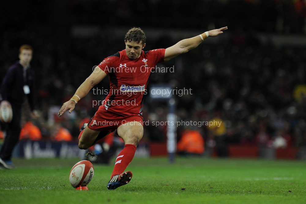 Leigh Halfpenny of Wales kicks a penalty. Dove men series, Autumn international, Wales v Argentina at the Millennium stadium in Cardiff , South Wales on Saturday 16th November 2013. pic by Andrew Orchard, Andrew Orchard sports photography,