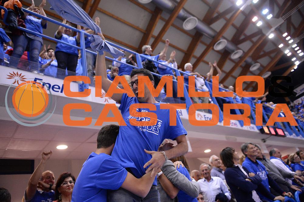 DESCRIZIONE : Brindisi Lega A 2014-15 Play Off Gara3 Quarti di Finale Enel Brindisi GrissinBon Reggio Emilia<br /> GIOCATORE : Tullio Marino<br /> CATEGORIA : Esultanza<br /> SQUADRA : Enel Brindisi<br /> EVENTO : Campionato Lega A 2014-2015<br /> GARA : Enel Brindisi GrissinBon Reggio Emilia<br /> DATA : 23/05/2015<br /> SPORT : Pallacanestro <br /> AUTORE : Agenzia Ciamillo-Castoria/M.Longo<br /> Galleria : Lega Basket A 2014-2015 <br /> Fotonotizia : Brindisi Lega A 2014-15 Play Off Gara3 Quarti di Finale Enel Brindisi GrissinBon Reggio Emilia
