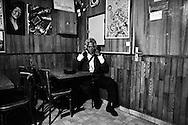 Wilfred, un habitué des Lauriers. Un bar situé juste au-dessus de l'un des tunnels de Ménilmontant, débouchant sur la vieille voie ferrée.