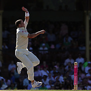 Australian bowler Peter Siddle in action during day four of the third test match between Australia and South Africa at the Sydney Cricket Ground on January 6, 2009 in Sydney, Australia. Photo Tim Clayton